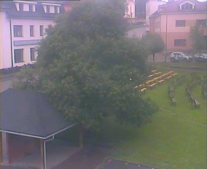 Kamera č.2 - pohled do parku na náměstí